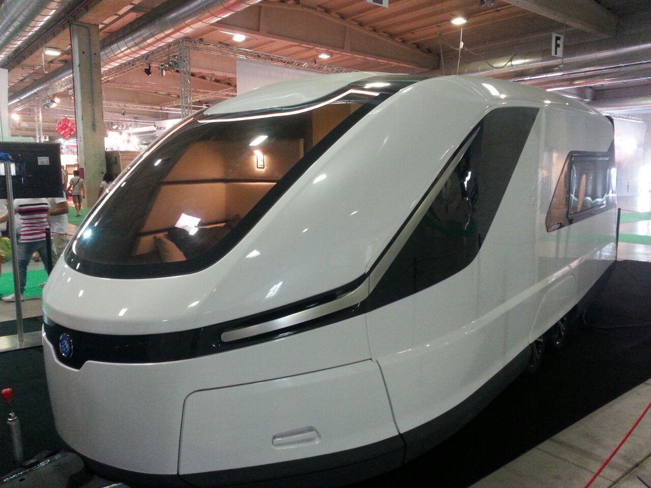 Idee Per Interni Roulotte : La roulotte del futuro audace idea di knaus www.seiruote.info